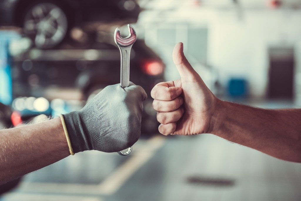 repair man and person giving thumbs up